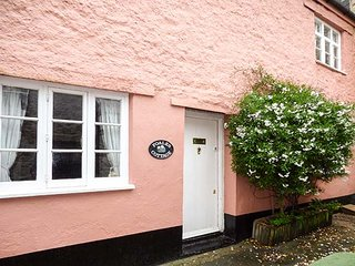 FOALES COTTAGE, Grade II listed, WiFi, pool table, in Ashburton, Ref 947660