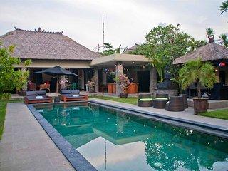 TRUE LUXURY TROPICAL OASIS. 5 BDR Villa in SEMINYAK