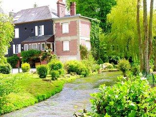 belle demeure de charme sur propriete de 15 ha avec riviere et etang prive
