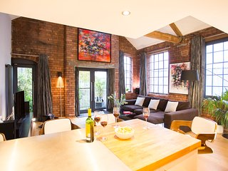 """Luxurious"" Two Bed Brick Loft Apartment"