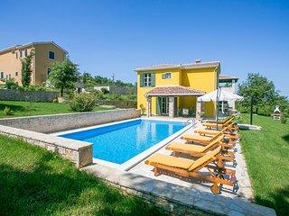 Luxurious Villa Splendida with big Pool near Porec
