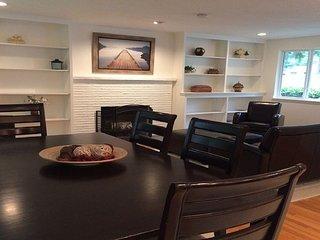 Furnished 3-Bedroom Duplex at 8th Ave NE & NE Serpentine Pl Shoreline