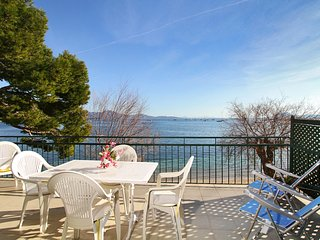 Peaceful seafront apartment, on the Pine walk., Port de Pollenca