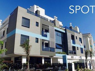 Excelente apartamento recém mobiliado à 300 metros da praia do novo campeche, Campeche