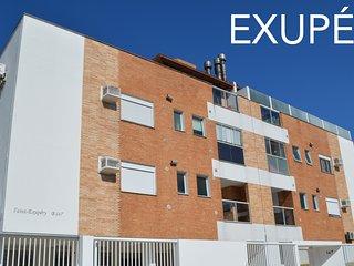 Apartamento TOP completo com amplo espaço e na rua da praia do Novo Campeche