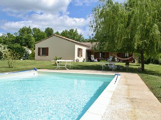 PALANQUEE - SUPERBLY EQUIPPED GROUND FLOOR PROPERTY WITH LARGE GARDEN AND POOL