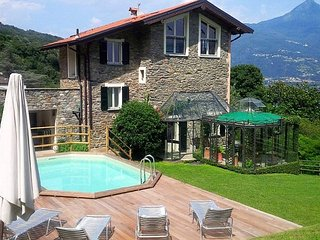 Cosy family-friendly villa with pool and lakeview