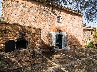 Ses Nenufars casa antigua reformada con mucho caracter y gran jardin ecologico