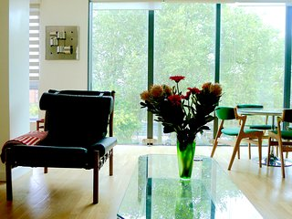 DESIGNER 2 BED GLASS PENTHOUSE ON HOXTON SQUARE, Londres
