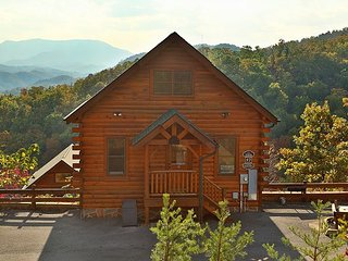 Nonstop View, Game Loft, Media Room, Sleeps 10, Free Entertainment Admissions, Sevierville