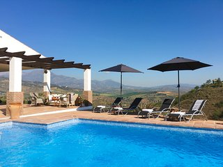 Beautiful Villa, Private Pool, Air-Con, Unlimited Wi-Fi, Spectacular Views, Guaro