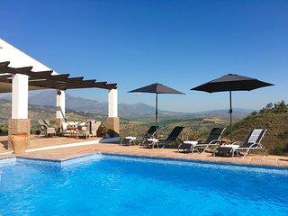 Beautiful Villa, Private Pool, Air-Con, Unlimited Wi-Fi, Spectacular Views, Guaro