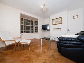 2 bed apartment quiet area London, Londen
