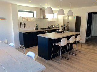 Luxury family friendly beach house with hot tub, West Wittering