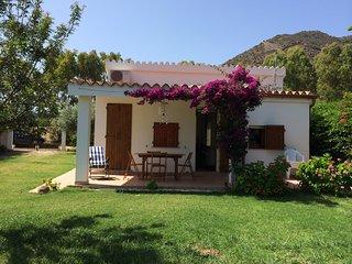 Casa deliziosa con giardino, di fronte al mare., Costa Rei