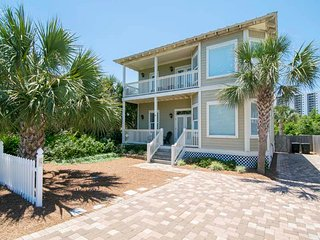 Miramar Beach Vacation Home ~ Steps to Beach ~ Private Pool ~ Near Attractions!