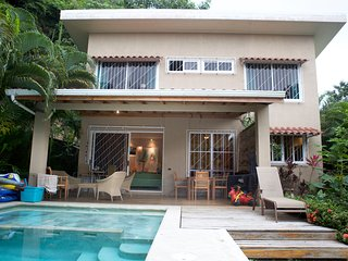 2 BR villa with pool, central, 1 min from beach, Santa Teresa