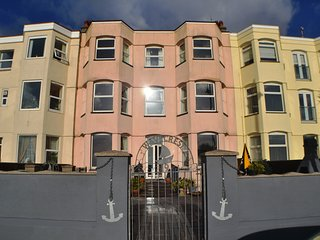 Wavecrest - Stunning Victorian House on Pwllheli Beach Front with Fab Sea Views