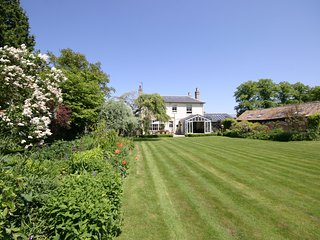 Beechwood House Cambridge - With heated indoor pool and large private garden.