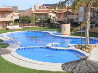 (465) Casa Hansen large 3 bed house air-con traffic free complex opposite pool
