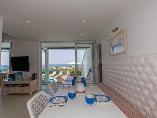 MANGO... 4 BR ... amazing views of Orient Bay await you...enjoy!