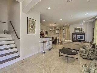 Stunning Victoria Park Townhome by Las Olas - Sundeck & Private Pool, Fort Lauderdale