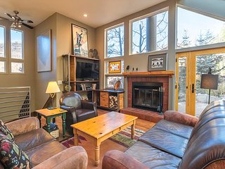 3BR, 3BA Peaceful Mountain-View Vail Duplex – Close To Cascade Lift