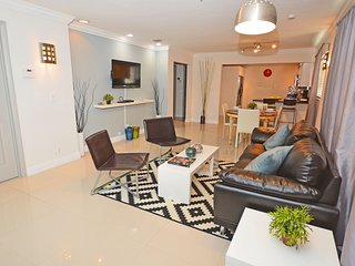 Designer Style Villa #2 minutes from hollywood beach