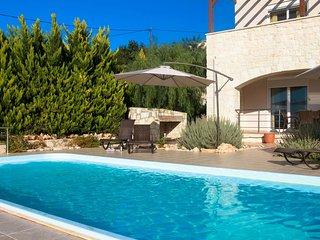 Villa Damythsi