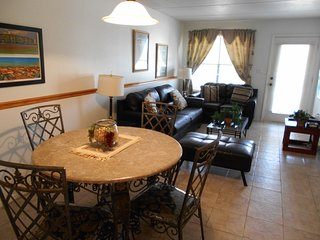 2/2 CONDO,POOL,JACUZZI,WIFI,NEAR BY CLAYTONS BEACH BAR,LAUNDRY FACILITY!!
