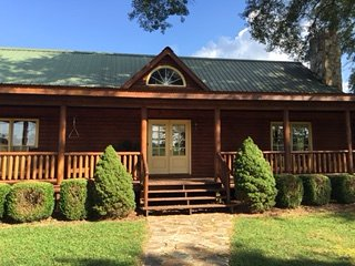 Country Cabin, Newnan