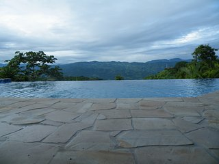 Luxury Castle, Infinity Pool & Jaw Dropping Views!