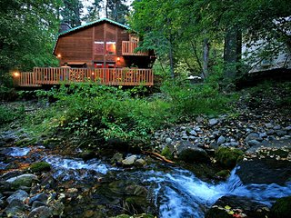 On the Stream, Large Deck, Hot Tub, Short Walk to Resort, Sundance