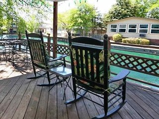 Lakefront Home in Oceanside Village 2BR/2BA - FREE Golf Cart with Weekly Rental, Surfside Beach