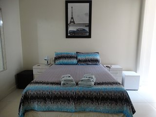 Best in Copacabana: 3-bedroom, AC, WIFI, cable TV, 1 block from beach/subway