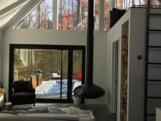 Modern cabin in the woods + year round heated pool, Red Hook