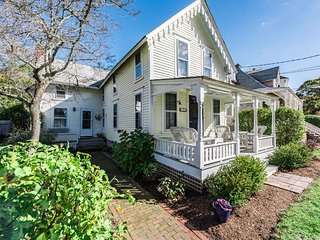 GUIDT - Pennacook Victorian House, Covenient In-town Location, Walk to Beach, Oak Bluffs