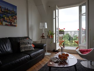 Parisian Apartment with a stunning View-Versailles