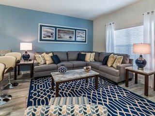 Beautiful and Modern 4 Bed 3 Bath TownHome in Storey Lake Resort. 3075PP, Kissimmee