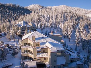 The Ridge Tahoe Resort- Deluxe King Room, Stateline