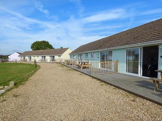 SALTERNS 2, pet-friendly properties, on-site bar and cafe, parking, next to