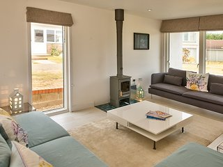 FOUR BEDROOM HOUSE WITH BUNKS AT THE WEST BAY CLUB & SPA, superb on-site facilities, in Yarmouth, Ref 943927