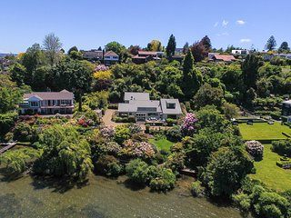 Lake edge luxury, The Willows, Rotorua New Zealand