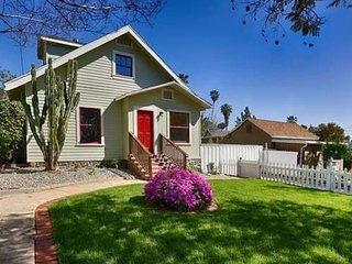 Near Old Town, Designer decor, Luxury 3 bed house, Pasadena