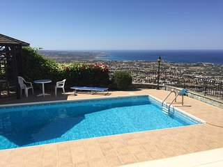 Bright villa with pool and sea view, Peyia
