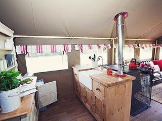 42928 Log Cabin in Abergavenny, Llanvetherine