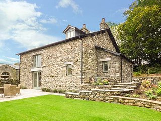 KEEPERS COTTAGE, detached, private hot tub, enclosed garden, woodburner, nr Newby Bridge, Ref 923820