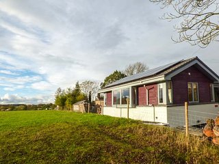 TATAMI, ground floor annexe, king-size bed, decked area, Hatton, Warwick, Ref 936697