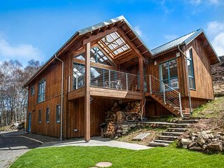 RATHAD AN DROBHAIR, stunning views, eco-friendly, WiFi, Strathpeffer, Ref 946160