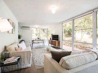 Twiggy * Anglesea - renovated 1960s's gem